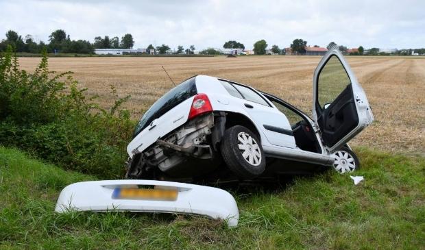 Auto rijdt sloot in in Ritthem; inzittende gewond