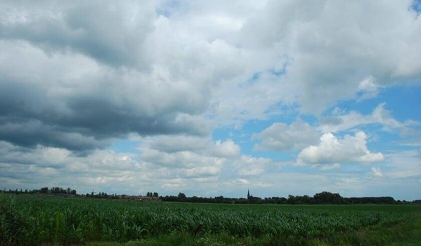 Het is de eerste dagen wisselend bewolkt.