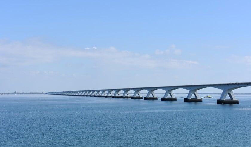 Op de Zeelandbrug geldt een maximumsnelheid van 80 kilometer per uur.