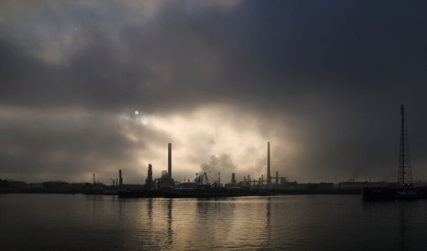 <p>06-zeeland-refinery-large</p>