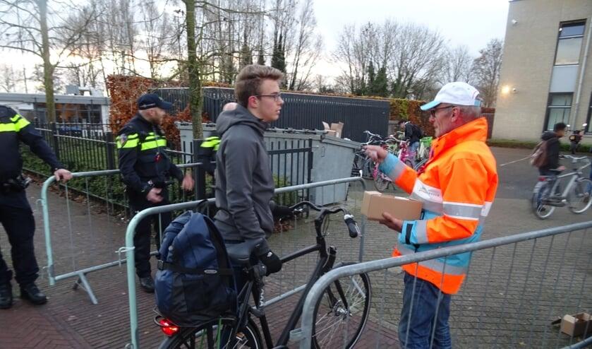 Iedere fiets werd gecontroleerd op een werkend voor- en achterlicht