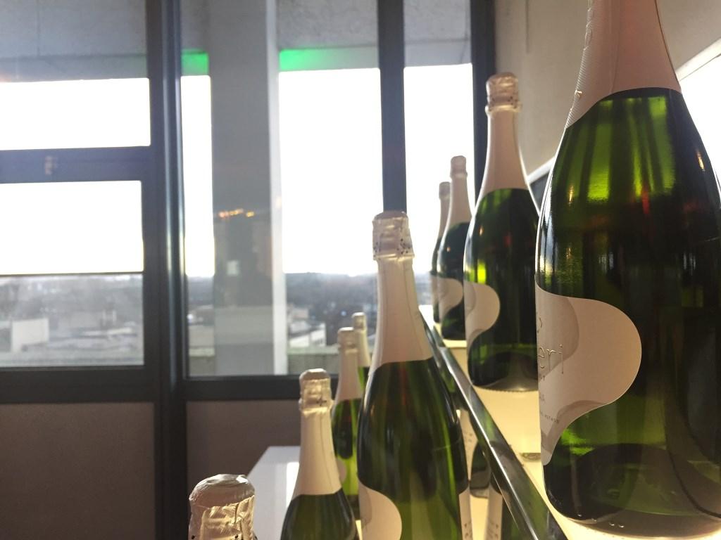 Oliebollen, beats en bubbels op de zesde verdieping van De Teruggave. Foto: Wijnand Nijs © BredaVandaag