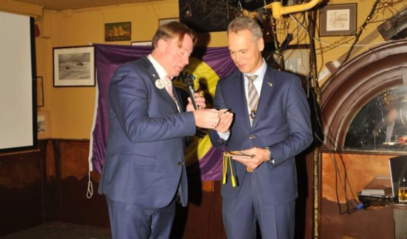 Lions districtgouverneur Bert Jansen Verplancke met president Bart de Kok van Lionsclub Breda Host.
