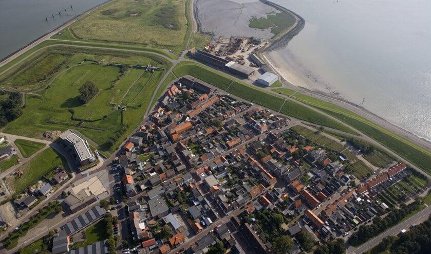 <p>Hansweert ligt vlak achter de dijk.</p>