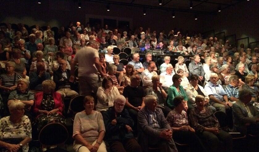 <p>Een volle zaal tijdens de presentatieavond van Podium Kloosterhof</p>