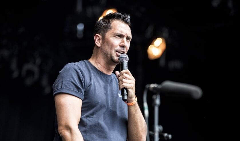 <p>Presentator Guiudo Weijers tijdens Breda Live 2018.</p>