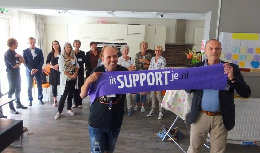 Danny Dingemanse en wethouder Cees Lodder lanceren het project 'Ik support je'.