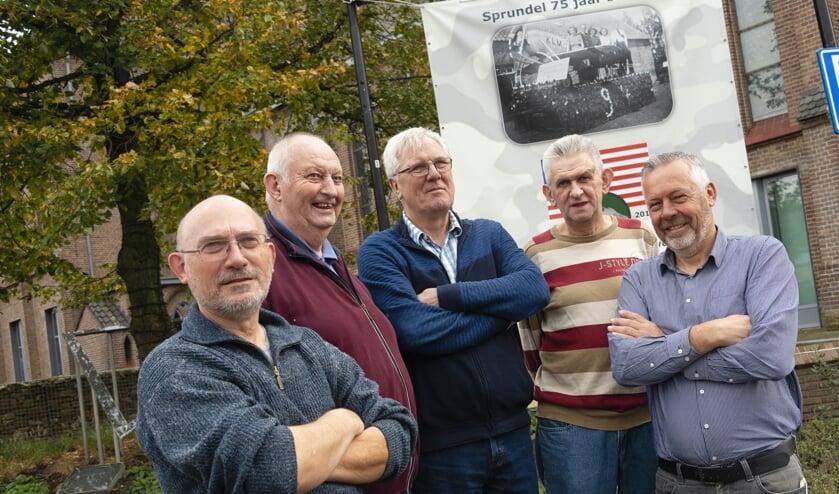 V.l.n.r. Ad Meijer, Wim van Oorschot, Wim Vergouwen, Jan Boeren, en Jac van Trijp. Nicojan Lazeroms en Adrie van Ginneken ontbreken op de foto.
