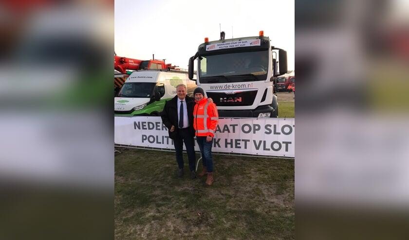 Directeur Johan de Krom met Tweede kamerlid Erik Ziengs.