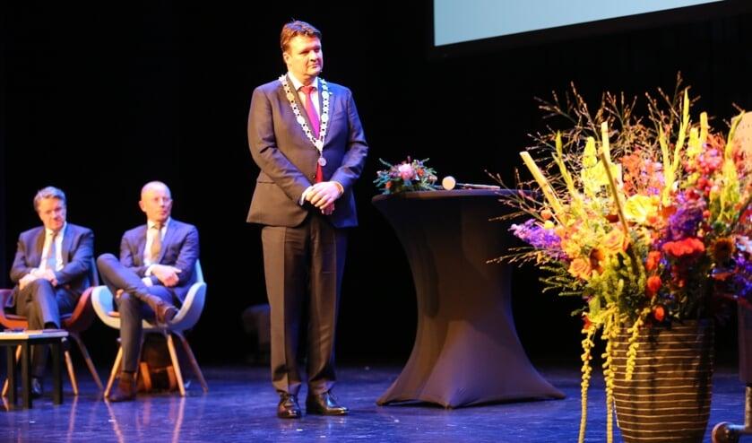 Han van Midden heeft zijn belofte afgelegd en is officieel burgemeester van Roosendaal FOTO CHRISTIAN TRAETS