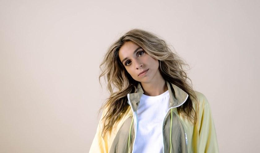 zangeres Nona komt live in De Waterput zingen