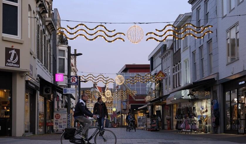 De nieuwe sfeerverlichting in de Walstraat.