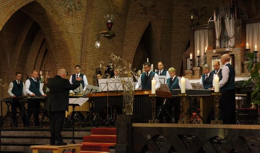 Optreden van het Drum-en malletkorps tijdens St. Caeciliamis.