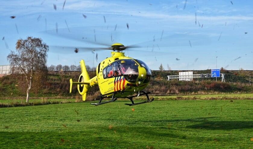 De traumahelikopter is op een grasveld in de buurt geland.