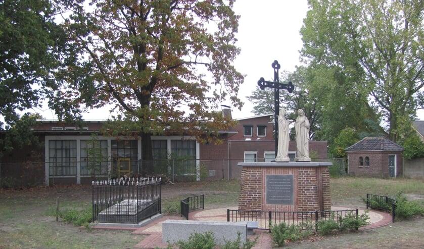 Het monument als blijvende herinnering aan het straks verdwenen kerkhof.