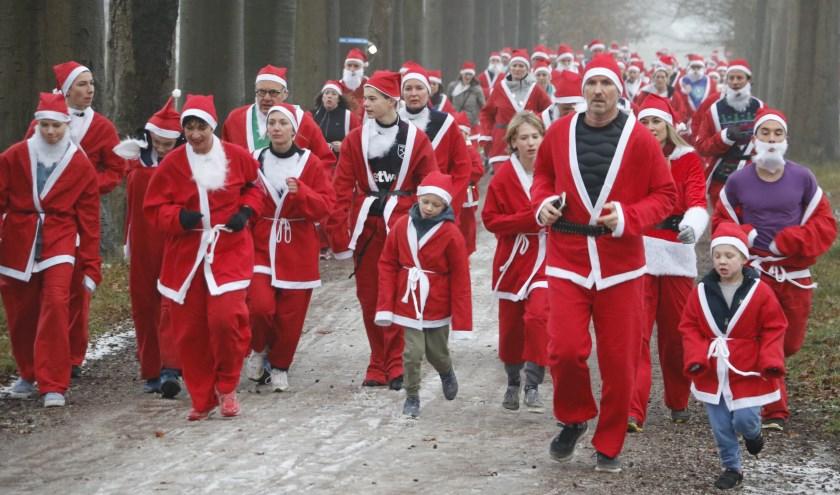 Zo'n vijfhonderd kerstmannen deden vorig jaar mee aan de Santa Run Breda.