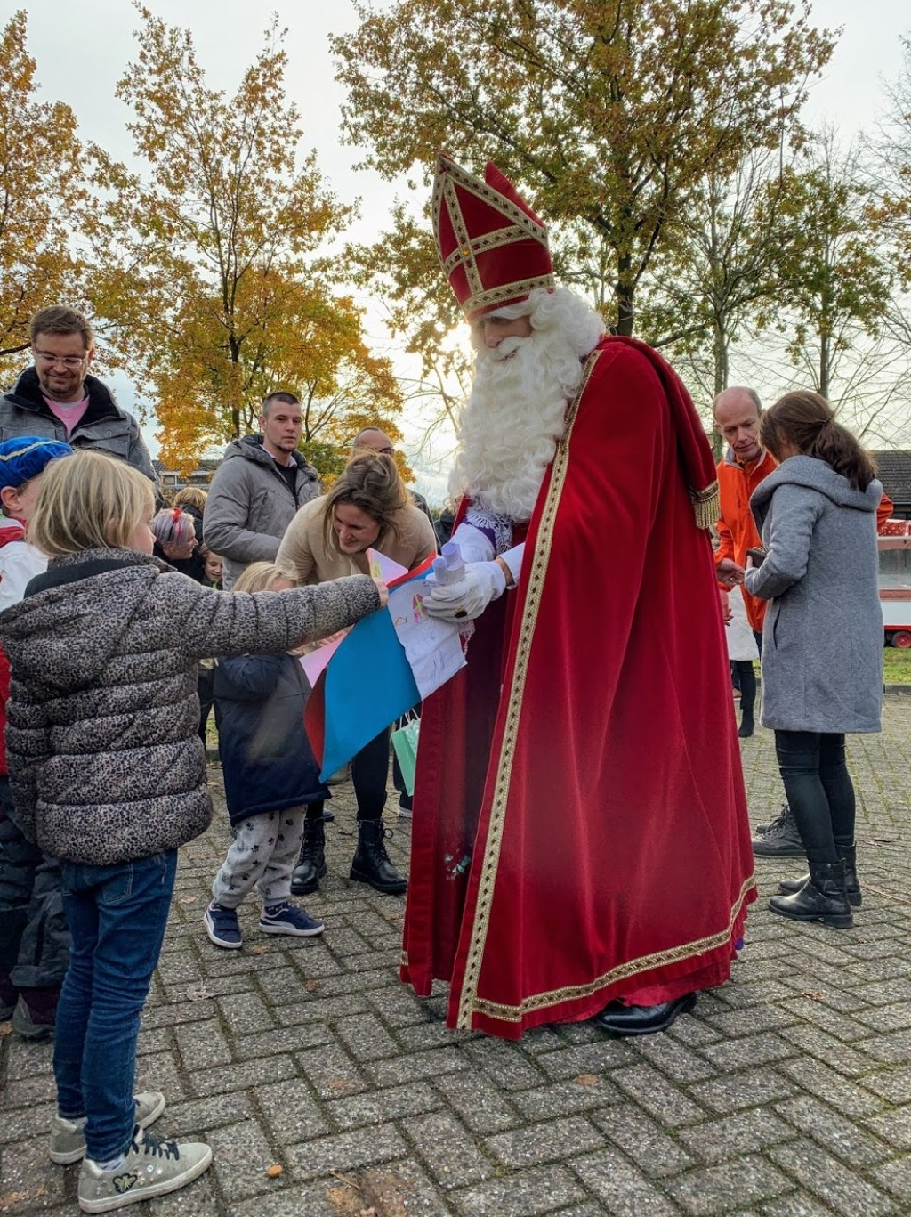 De Sint en zijn pieten werden warm onthaald in Bavel.  Foto: Wesley van der Linde/GroenNieuws.nl © BredaVandaag