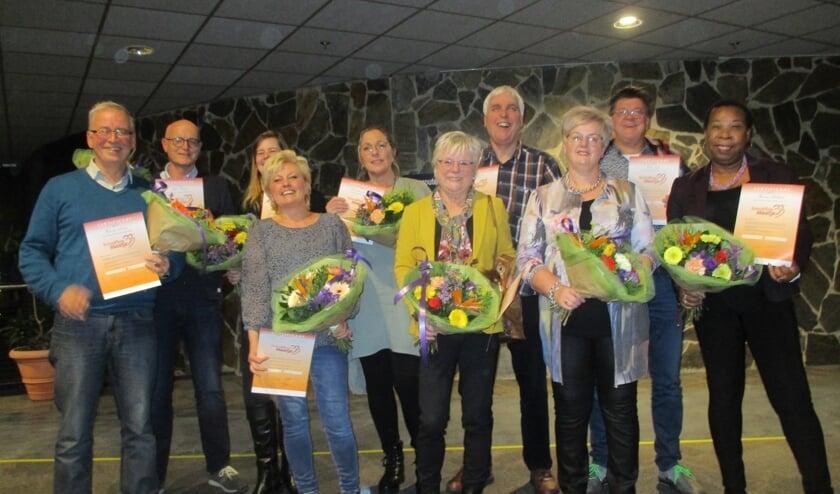 De tien maatjes met hun diploma, de bloemen en heel veel tevredenheid.