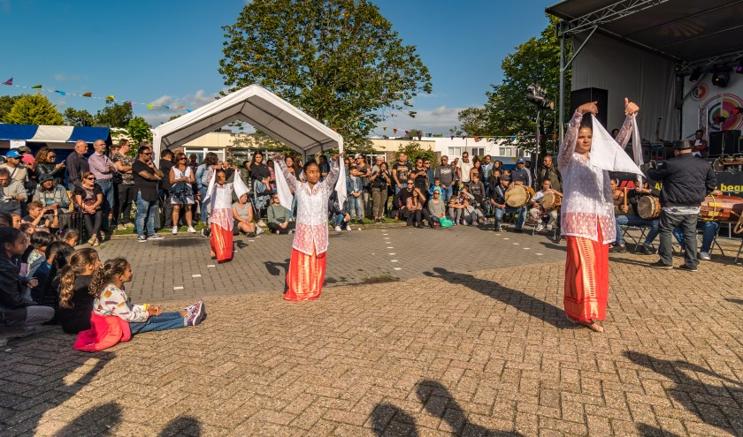 Het jaarlijkse zomerfeest trekt volgens Mae Uku bezoekers uit het hele land.