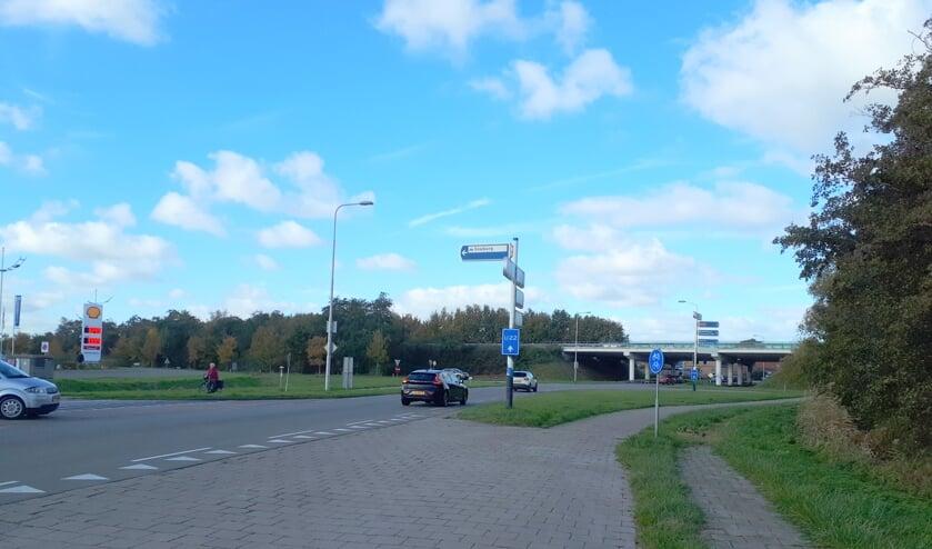De rotonde is beoogd bij de aansluiting van de A58 op de Ritthemsestraat (N662).