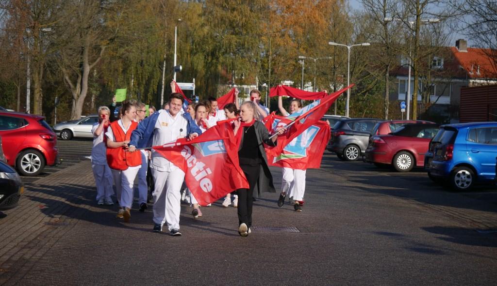 Buiten laten de medewerkers van zich horen.  Foto: Wesley van der Linde/GroenNieuws.nl © BredaVandaag