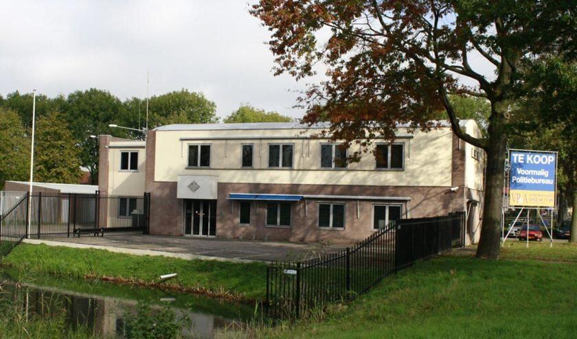 Het politiebureau waar de moskee moet komen