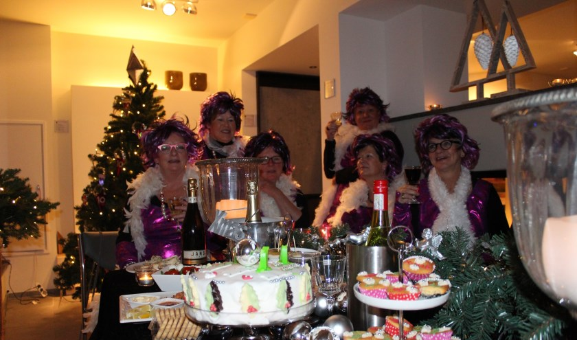 De Kerststallentocht in Kruisland is al jaren een feestelijk evenement in een lichtsfeer door het dorp.