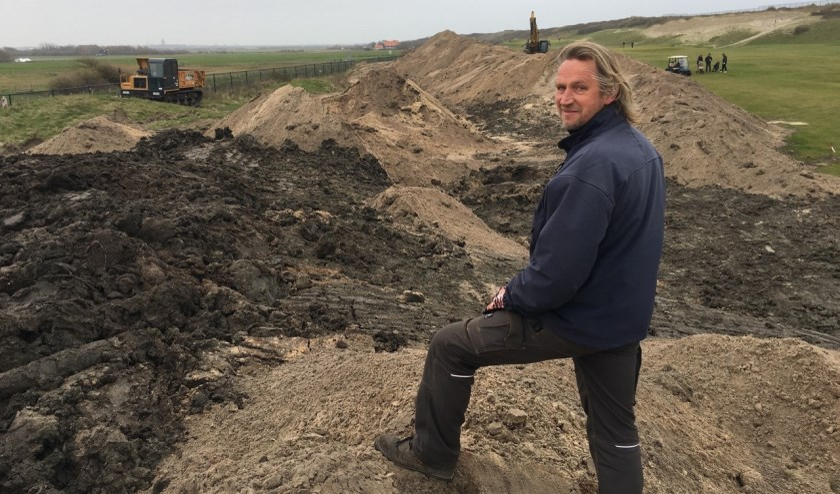 Arjen Bosschaart bij de aanleg van nieuwe duintjes, afgelopen februari.