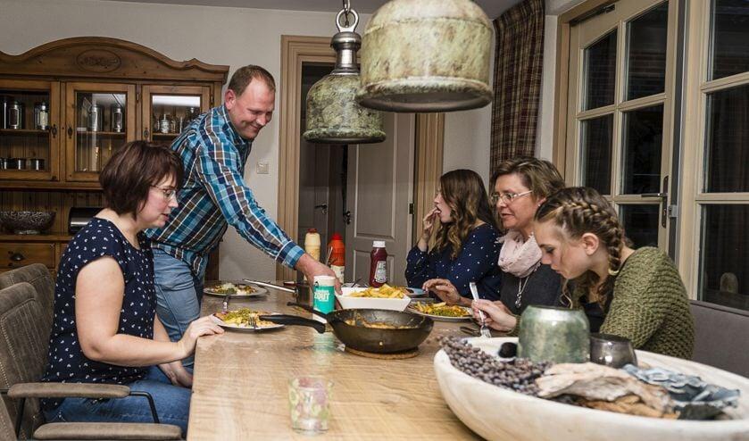 Jobke schoof bij maar liefst veertig gezinnen, instanties en verenigingen aan voor het diner.