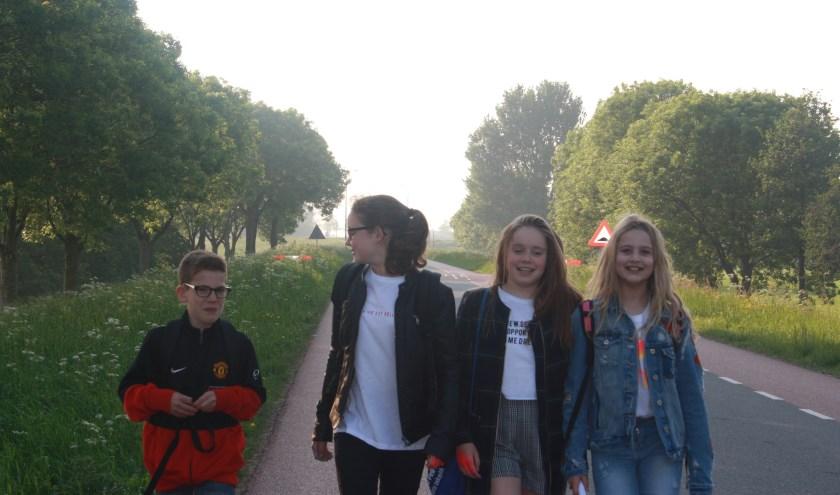 Jong en oud loopt graag mee met de avondvierdaagse van Vosmeer