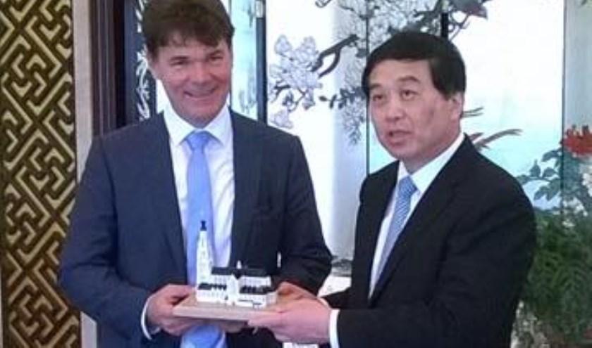 Een eerdere ontmoeting tussen burgemeester Depla en een vertegenwoordiger van Yanzhou.