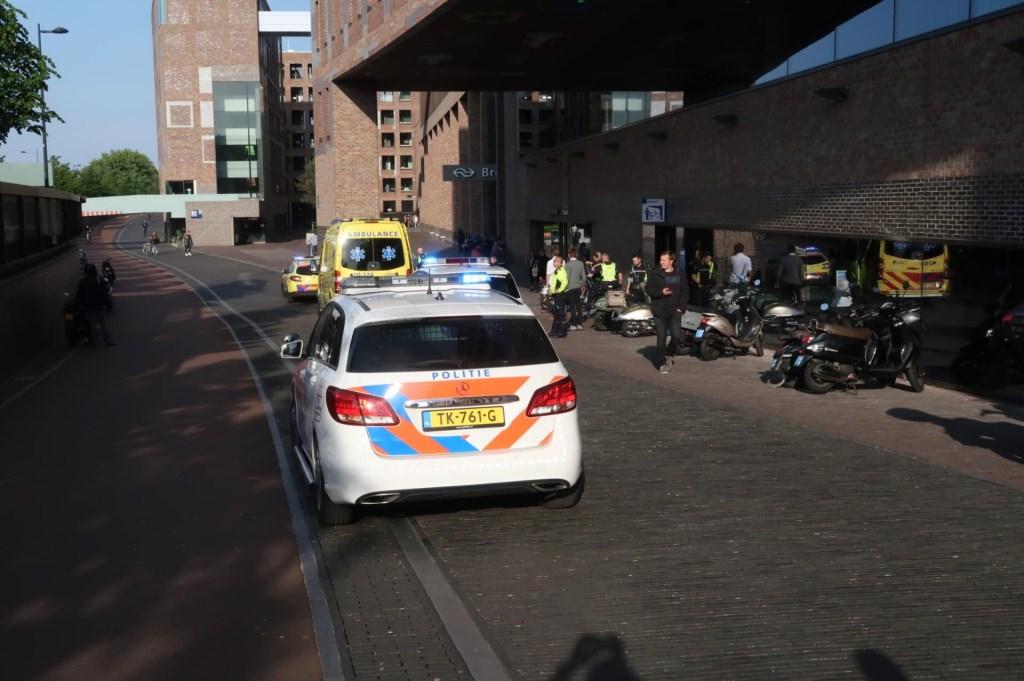 Een persoon is gewond geraakt bij een steekincident bij het station. Foto: Perry Roovers/SQ Vision © BredaVandaag
