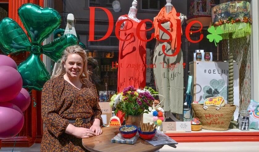 Isabelle Holster bij de opening van haar winkel Deesje