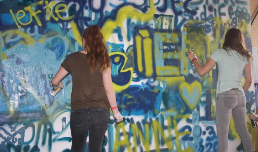 Eén van de workshops is graffiti spuiten