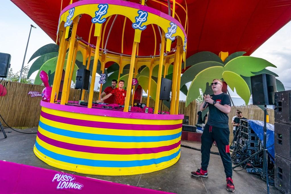 Bezoekers konden los gaan op Pussy Lounge @ the park.  Foto: Marcel van Dorst © BredaVandaag