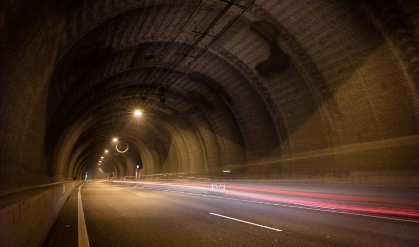 De tunnel is maar kort volledig afgesloten van verkeer.