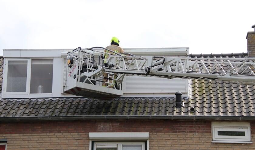 De brandweer kwam met onder andere een ladderwagen ter plekke.