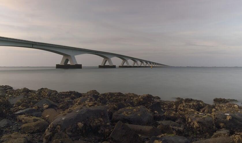 <p>De Zeelandbrug over de Oosterschelde.</p>