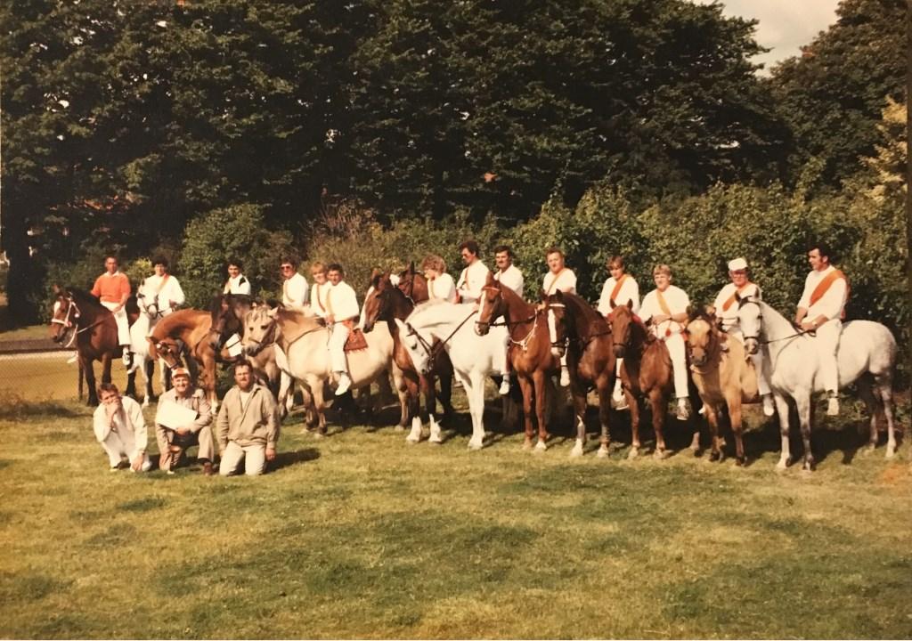 De groepsfoto van Ons Genoegen uit 1984. Foto: Privébezit © Internetbode