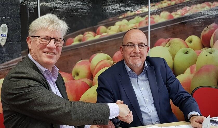 Maarten Sas (l) en Peter Bevers, de bestuurders van respectievelijk RWS en R&B Wonen.