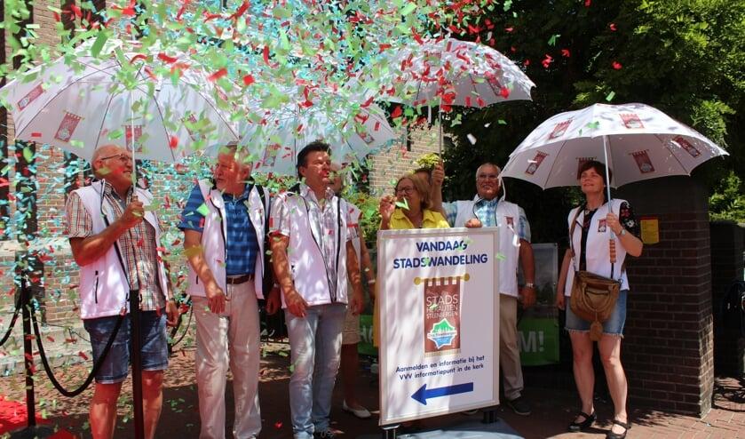 De nieuwe Stads Herauten van Steenbergen worden feestelijk ingeluid tijdens de openingsmiddag van het VVV Informatiepunt in de Gummaruskerk.