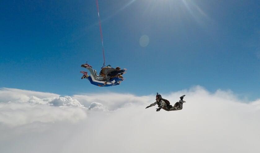 <p>Een eerdere parachutesprong.</p>