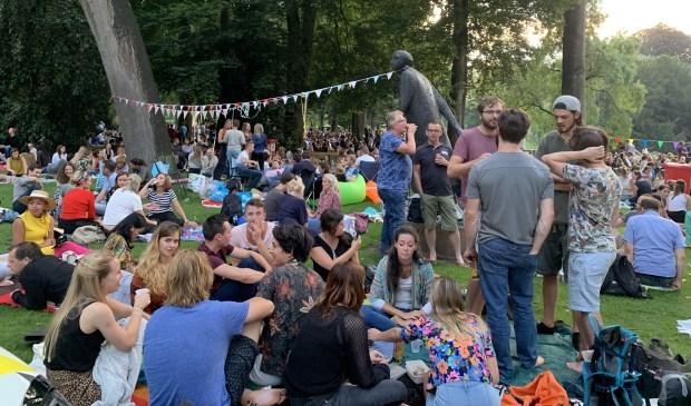 Veel Bredanaren kwamen een kijkje nemen in het park.  Foto: Amber Kuijs © BredaVandaag