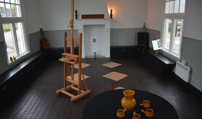 Het atelier in het treinstation wordt ingericht.
