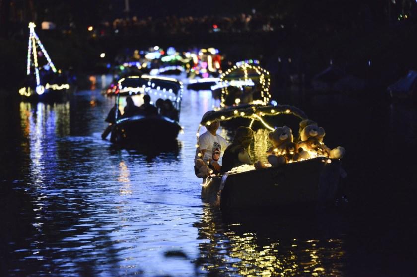De verlichte bootjes zorgden voor een gezellige sfeer.