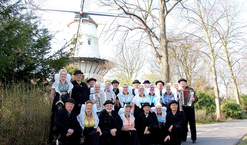 Dans- en Folkloregroep Medioburgum-Walacra.