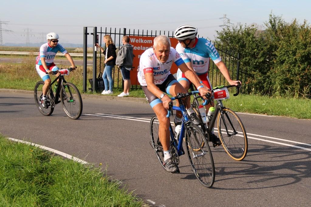Oud-wielrenner Jo de Roo uit Schore is een van de meefietsende prominenten. Foto: Coby Weijers © Internetbode