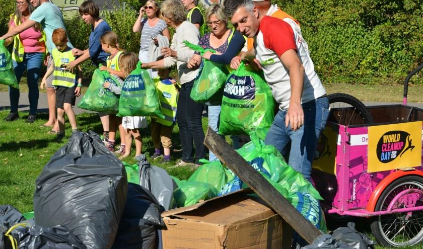 Er werden in totaal 207 zakken met afval opgehaald.