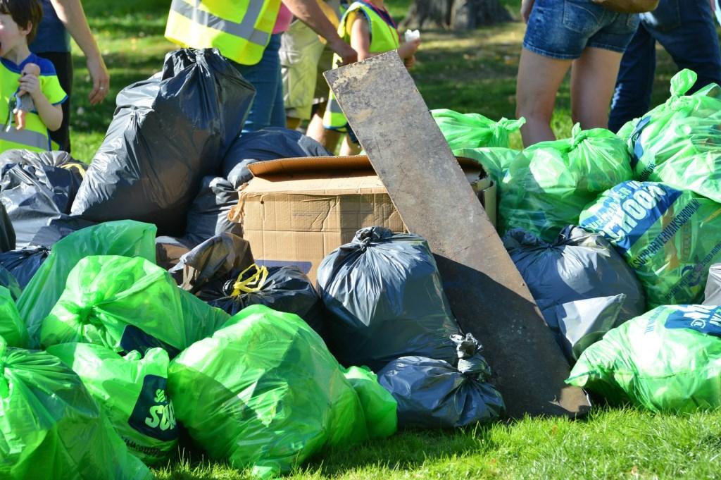Er werden in totaal 207 zakken met afval opgehaald.  Foto: Perry Roovers © BredaVandaag