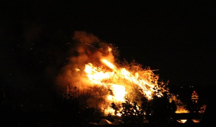 De kerstboomverbranding met veel houtstook en -rook bleef uit bij Brandweer Kruisland begin 2020 om diverse redenen.